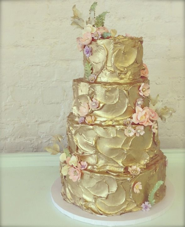 Stunning gold cake but would complement with striking deep red ...