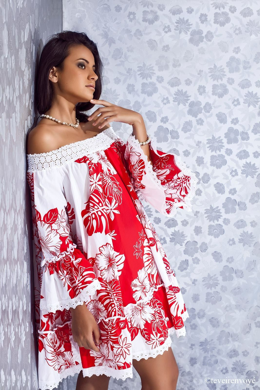 Robe tahitienne rouge et blanche