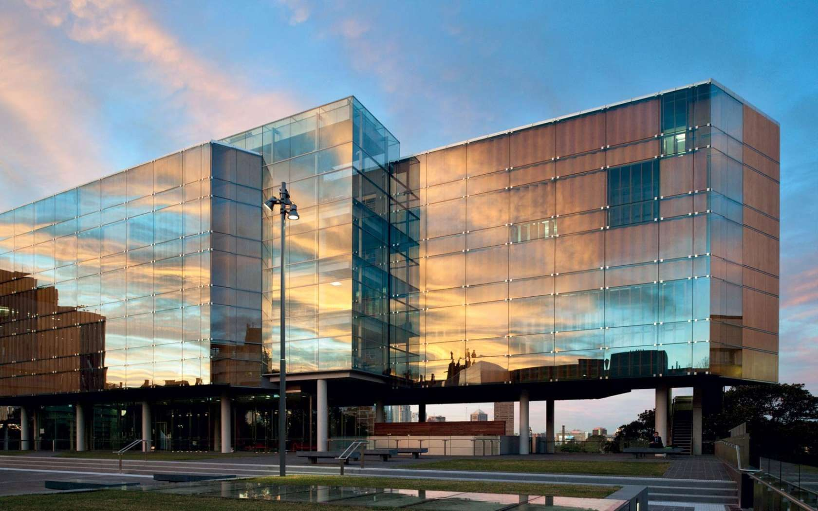 University of Sydney Faculty of Law, Library and Teaching