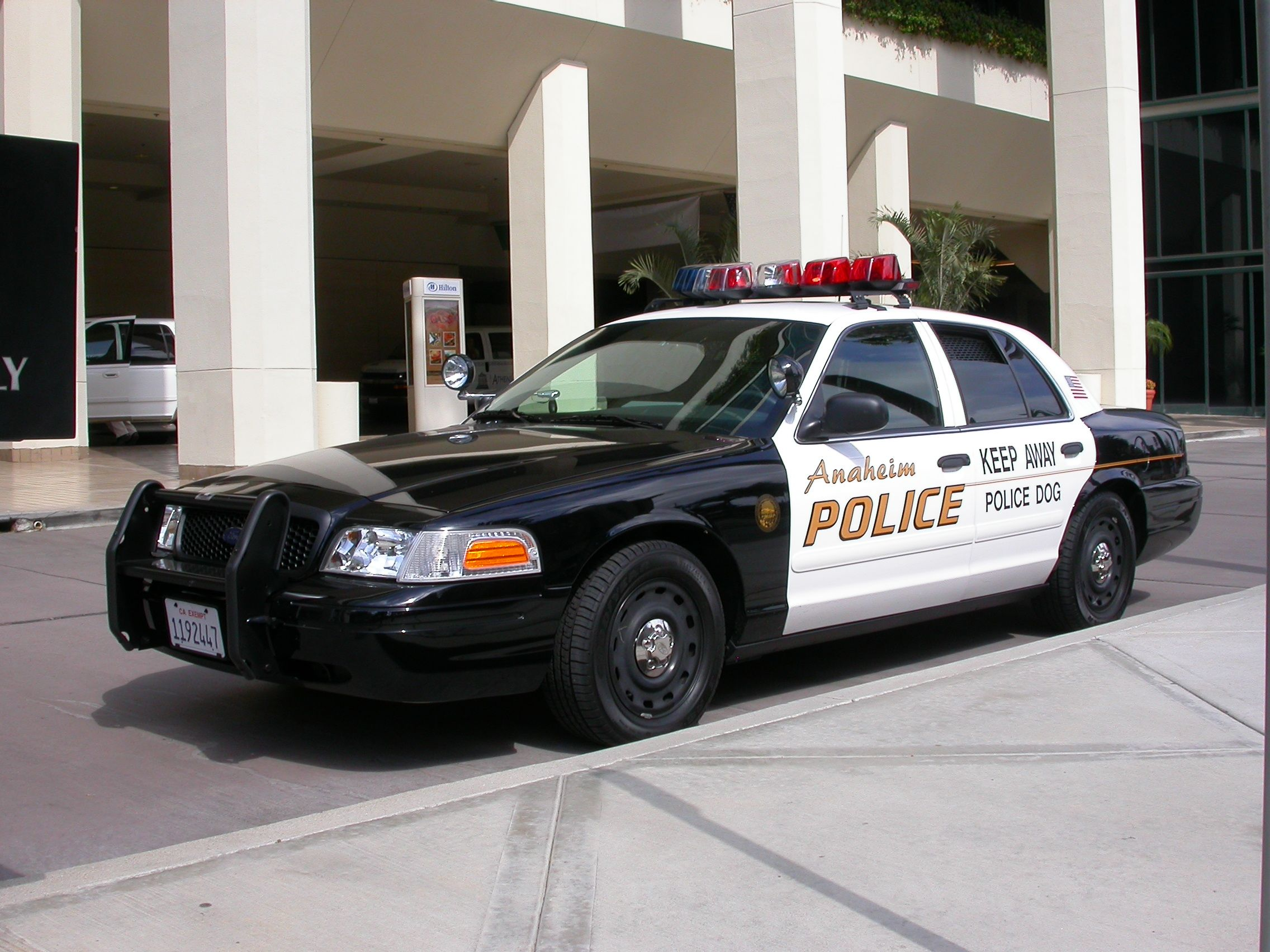 Los angeles police car ford crown victoria police interceptor wikipedia motorized road vehicles in the usa and canada including motorcycles