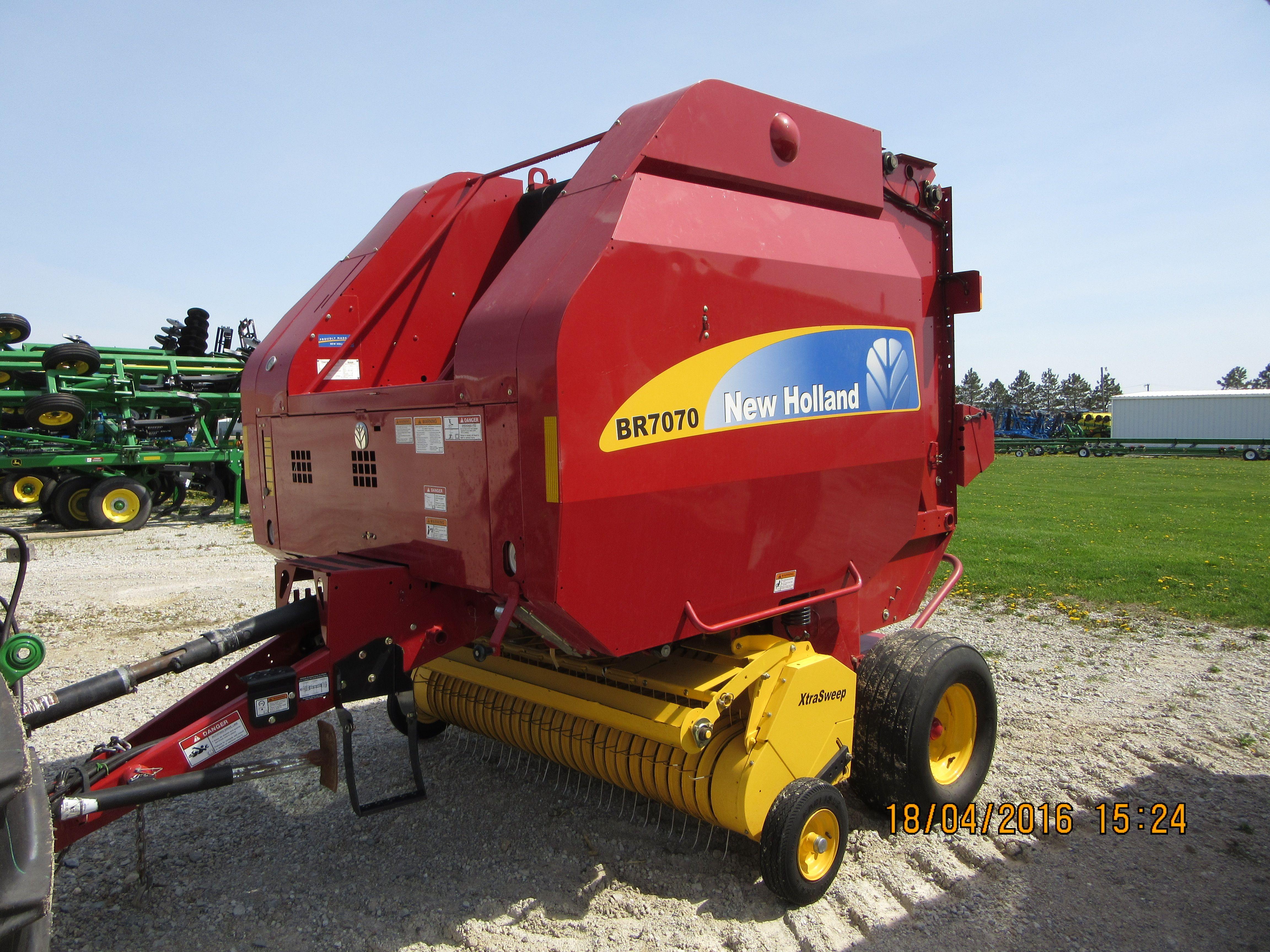 New Holland BR7070 round baler | Tri Green Tractor in Flora