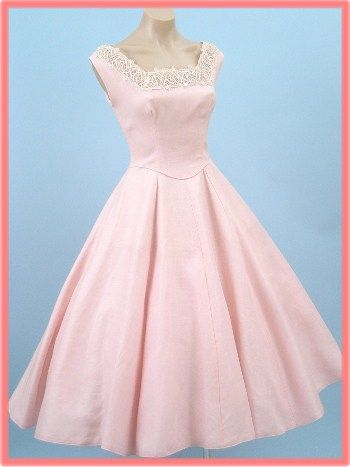 78  images about Vintage Dresses on Pinterest  Swing skirt 1950s ...