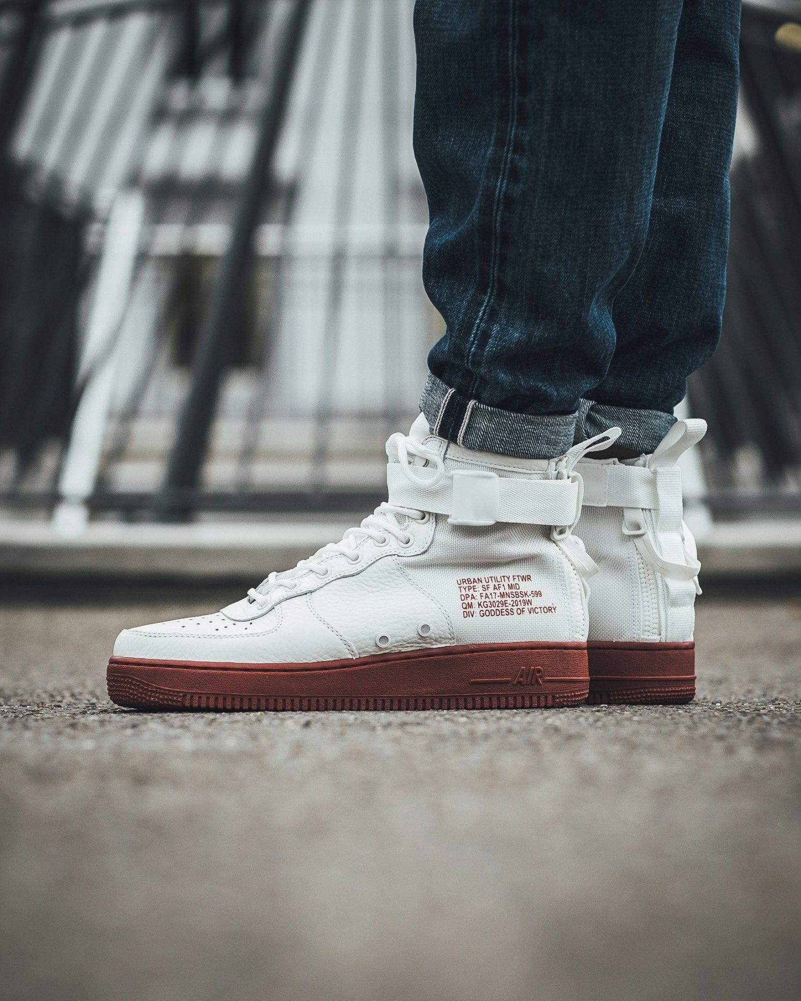 hot sale online 56dc2 dc809 Nike Air Force 1 Mid