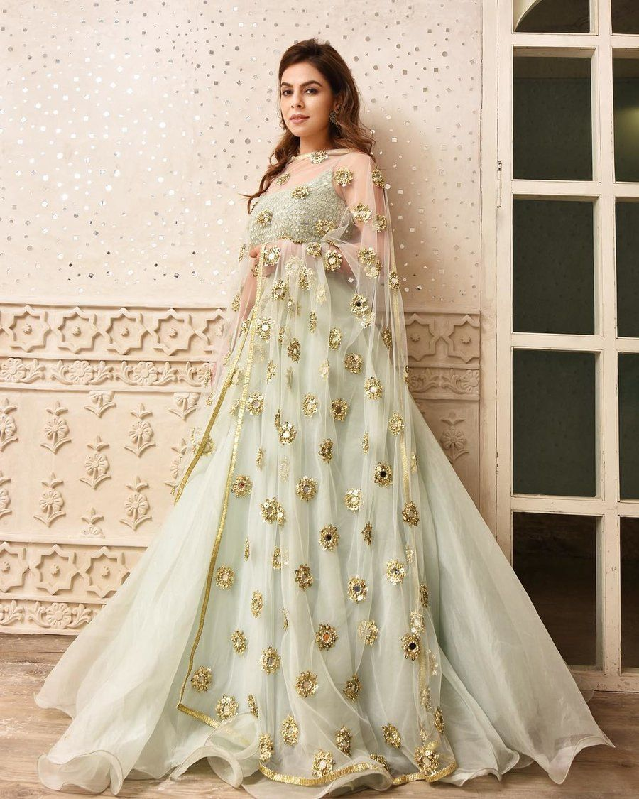 21 Simple Elegant Lehenga Options For The Sister Of The Bride Groom Shaadisaga Indian Gowns Dresses Designer Dresses Indian Indian Wedding Outfits