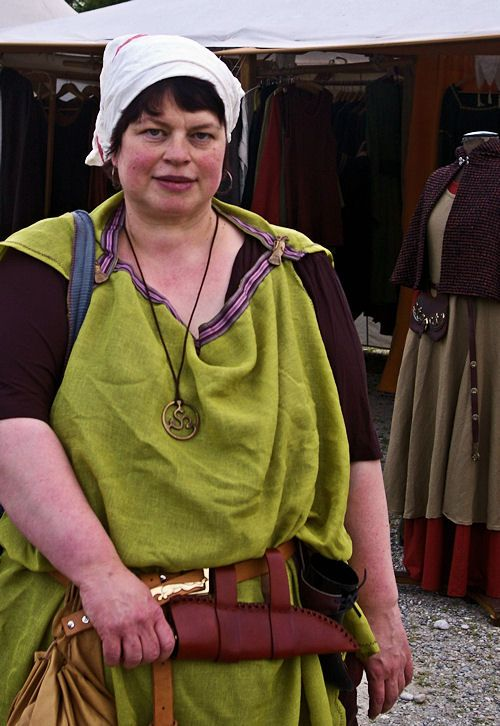 Does making one's own costume for medieval events count as fatshion? Here I am at a medieval market yesterday, being an Ostrogoth. By the way, that green thing is what a 'peplum' originally and historically looked like(ish). << Add Ostrogoth to pleasurable activities - this is fellow pinner Maru being inspiring again.
