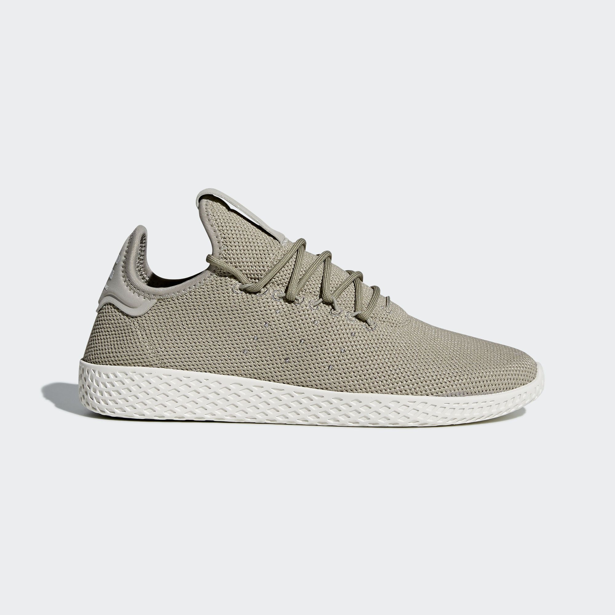 A Collaboration Between Adidas Originals And Pharrell Williams These Men S Shoes Were Insp White Leather Tennis Shoes Adidas Pharrell Williams Williams Tennis