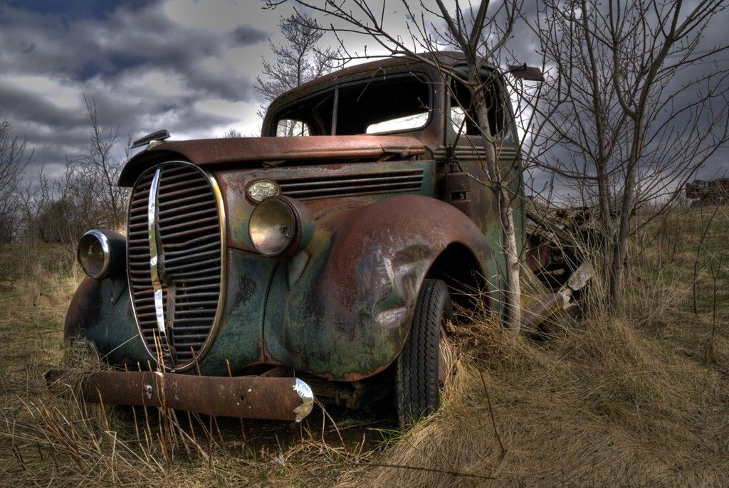 old cars in a field | Found this 1939 Ford Truck in a field just ...