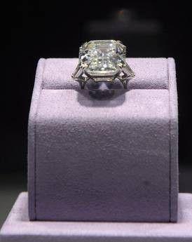 Asta gioielli Liz Taylor anello diamanti