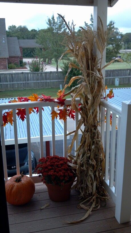 Balcony fall decorations stuff to try pinterest for Fall balcony decorating ideas