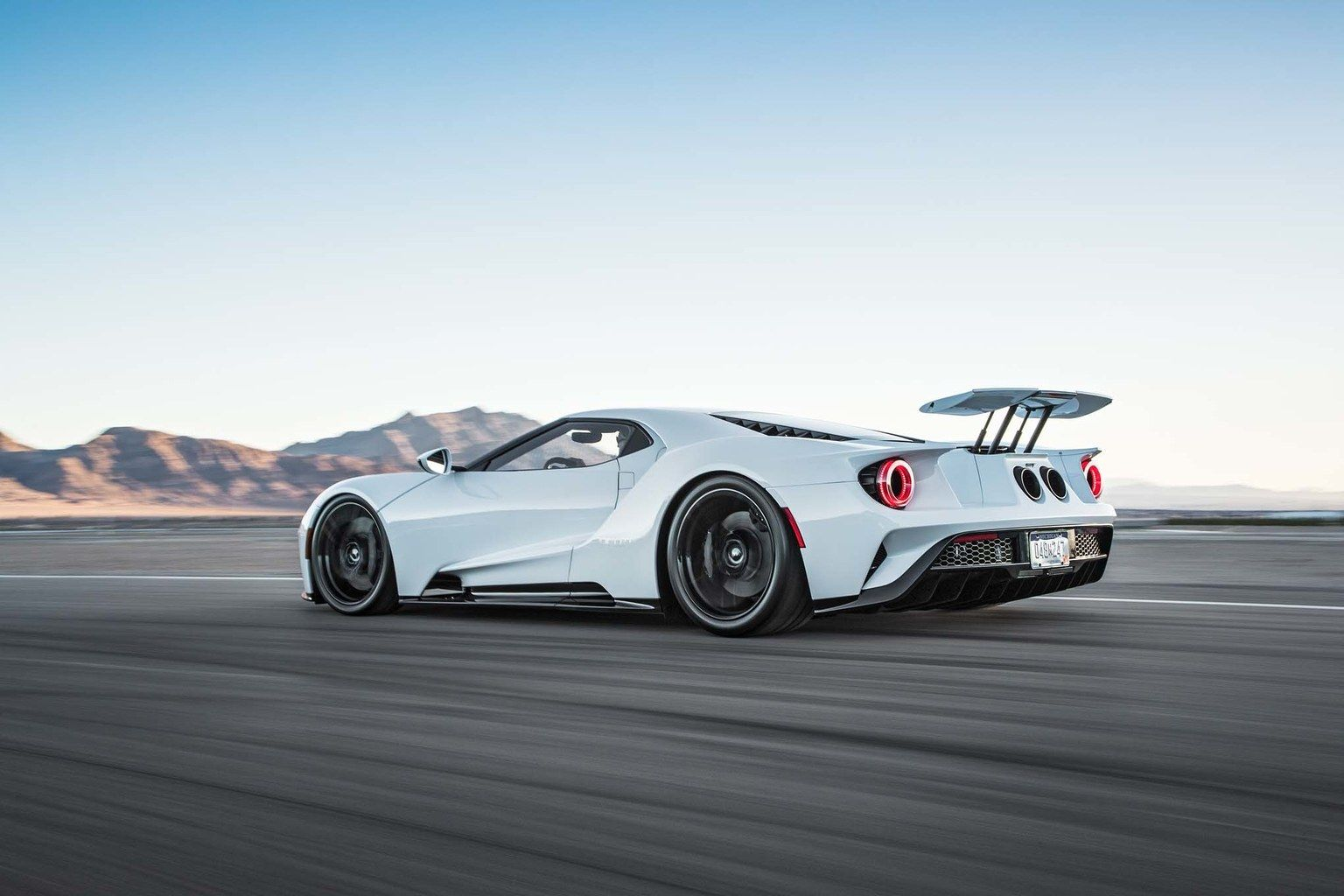 Ford S Design Director Explains The Secrets Behind The 2017 Ford Gt Supercar Ford Gt Super