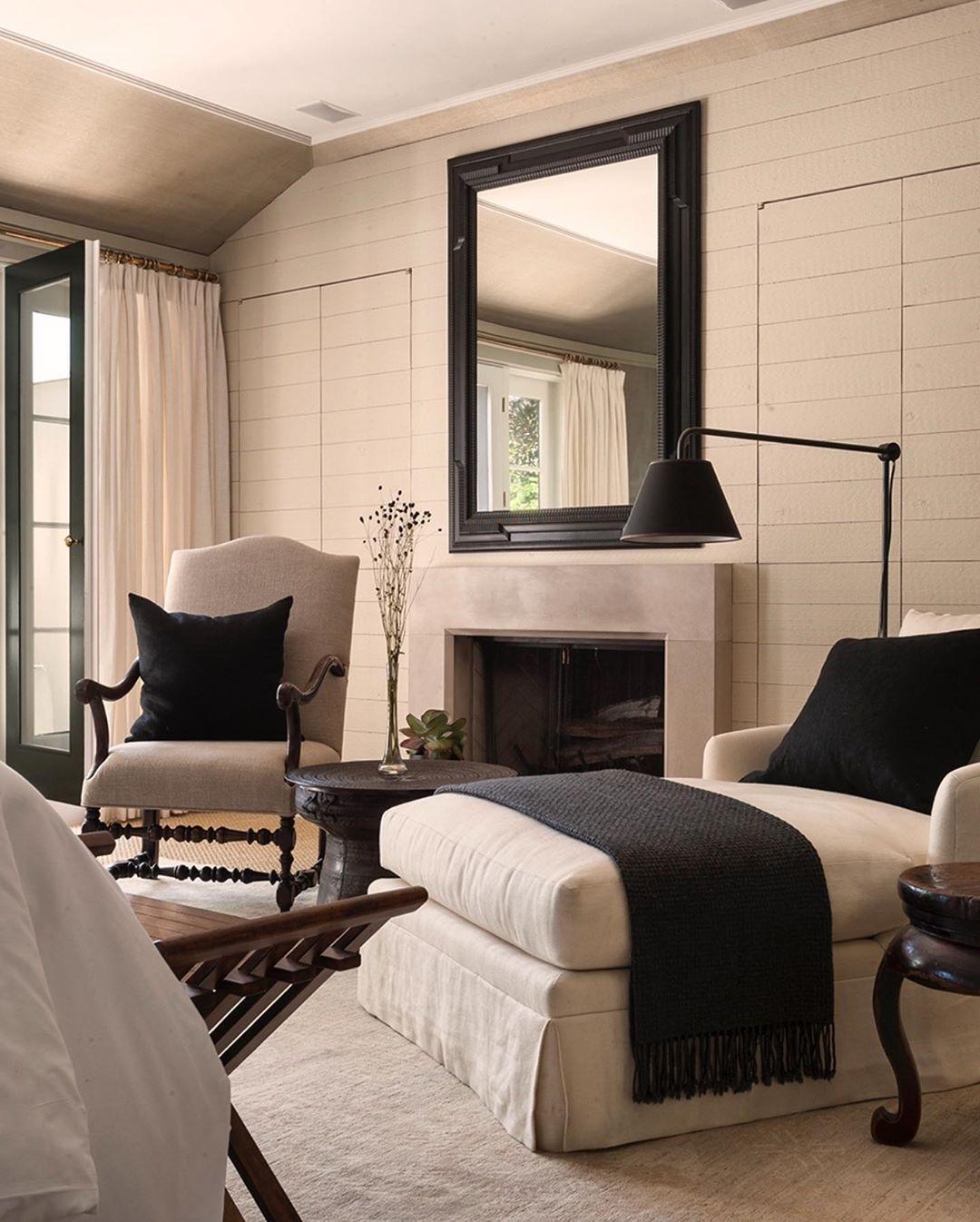 Ray Booth Design On Instagram Every Palette Needs A Little Black Interiordesign Interi Minimalist Living Room Apartment Home Modern Minimalist Living Room