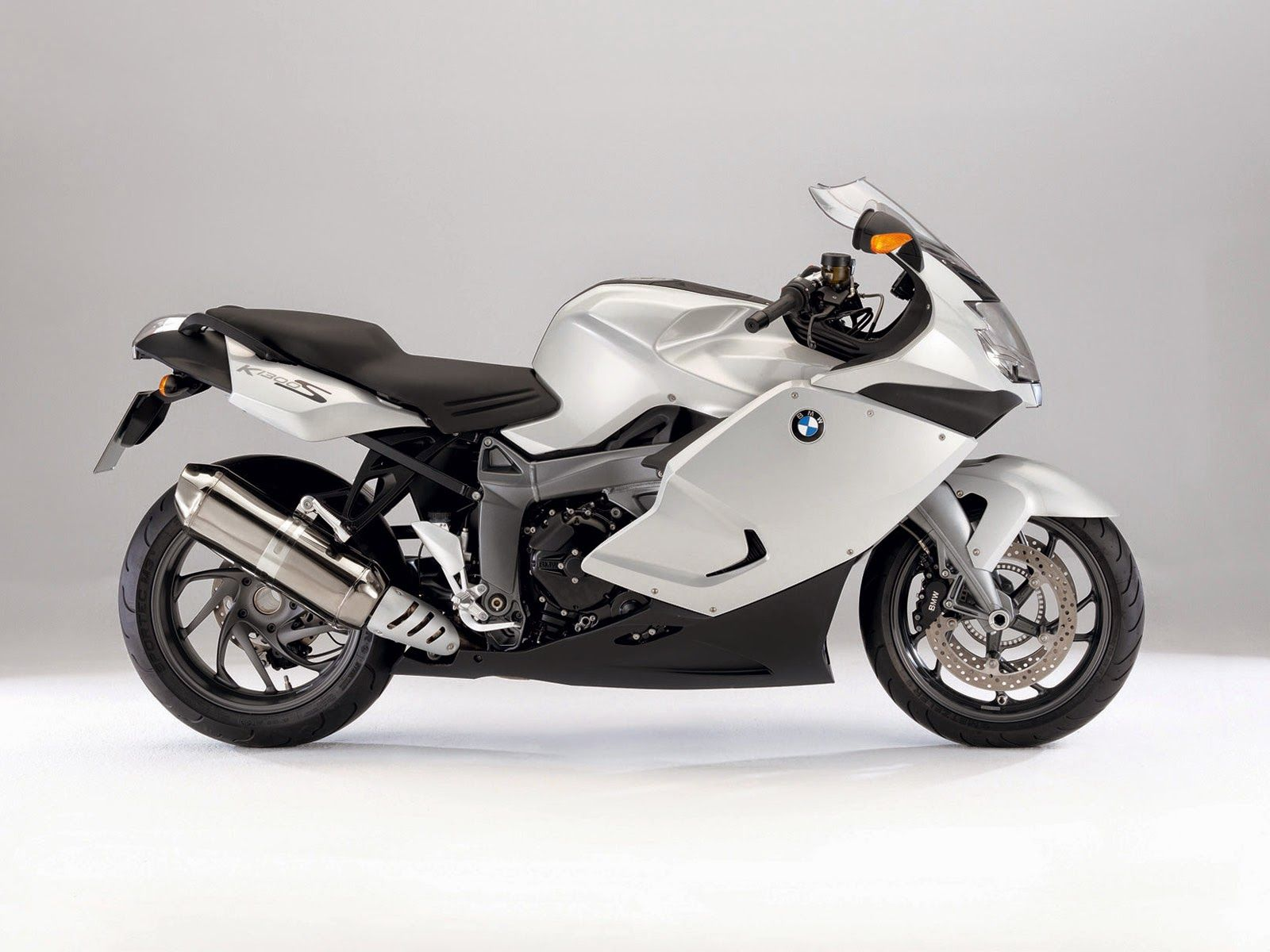 Picture Of 2009 Bmw K1300s Motorcycle Hd Pictures Motorcycle Wallpaper Bmw Motorcycles Bike Bmw