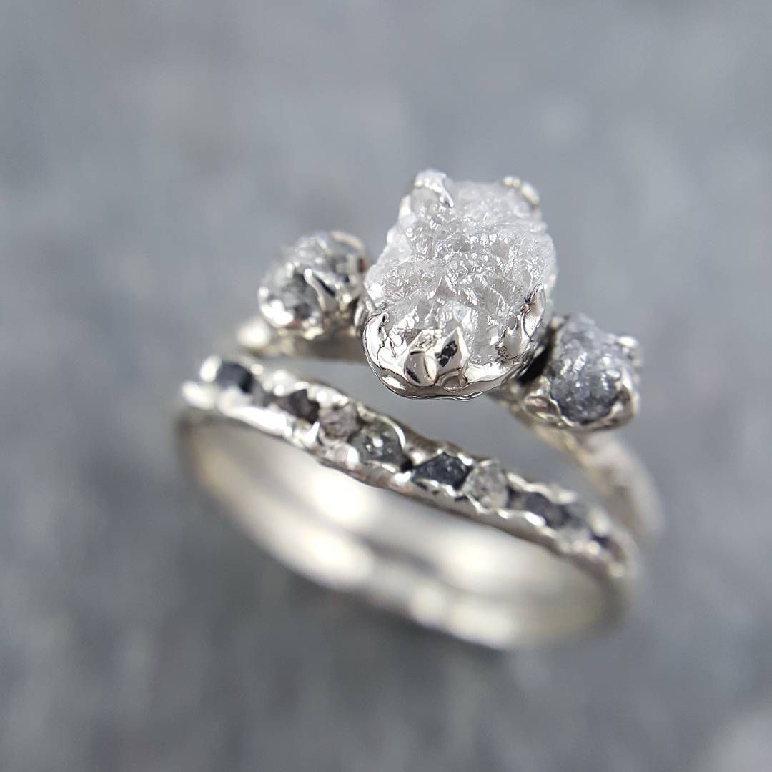 21 Unique Raw Stone Engagement Rings That Are Weddinggoals Brit Co