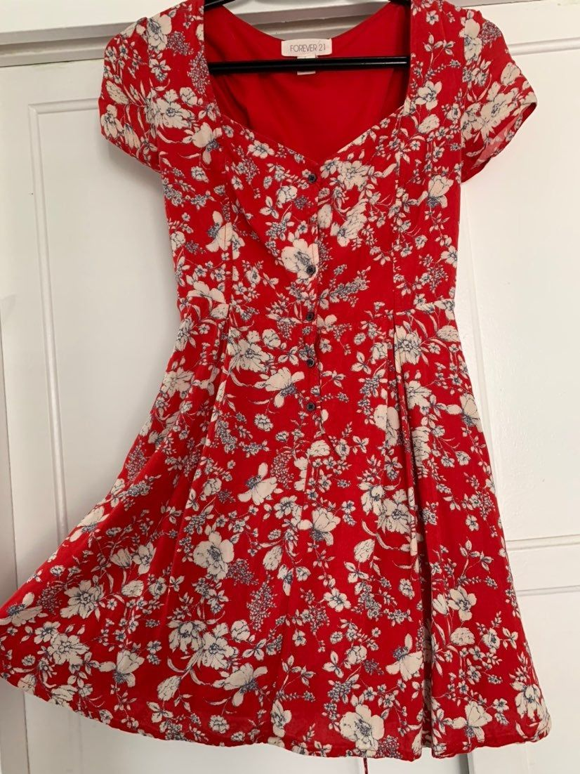 Red Short Summer Dress Only Worn Once Dresses Red Summer Dresses Summer Dresses [ 1102 x 826 Pixel ]