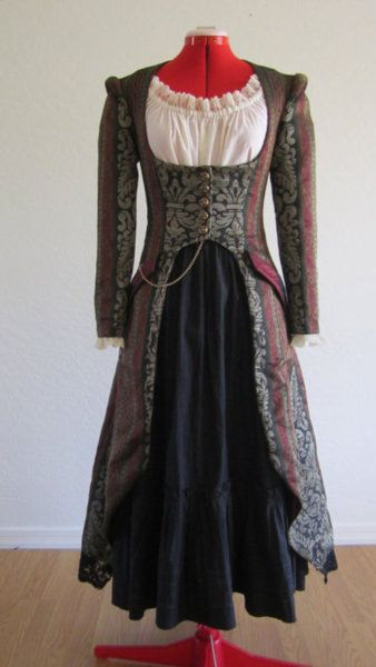 I think this is the nicest version I've seen of the ubiquitous Simplicity steampunk coat