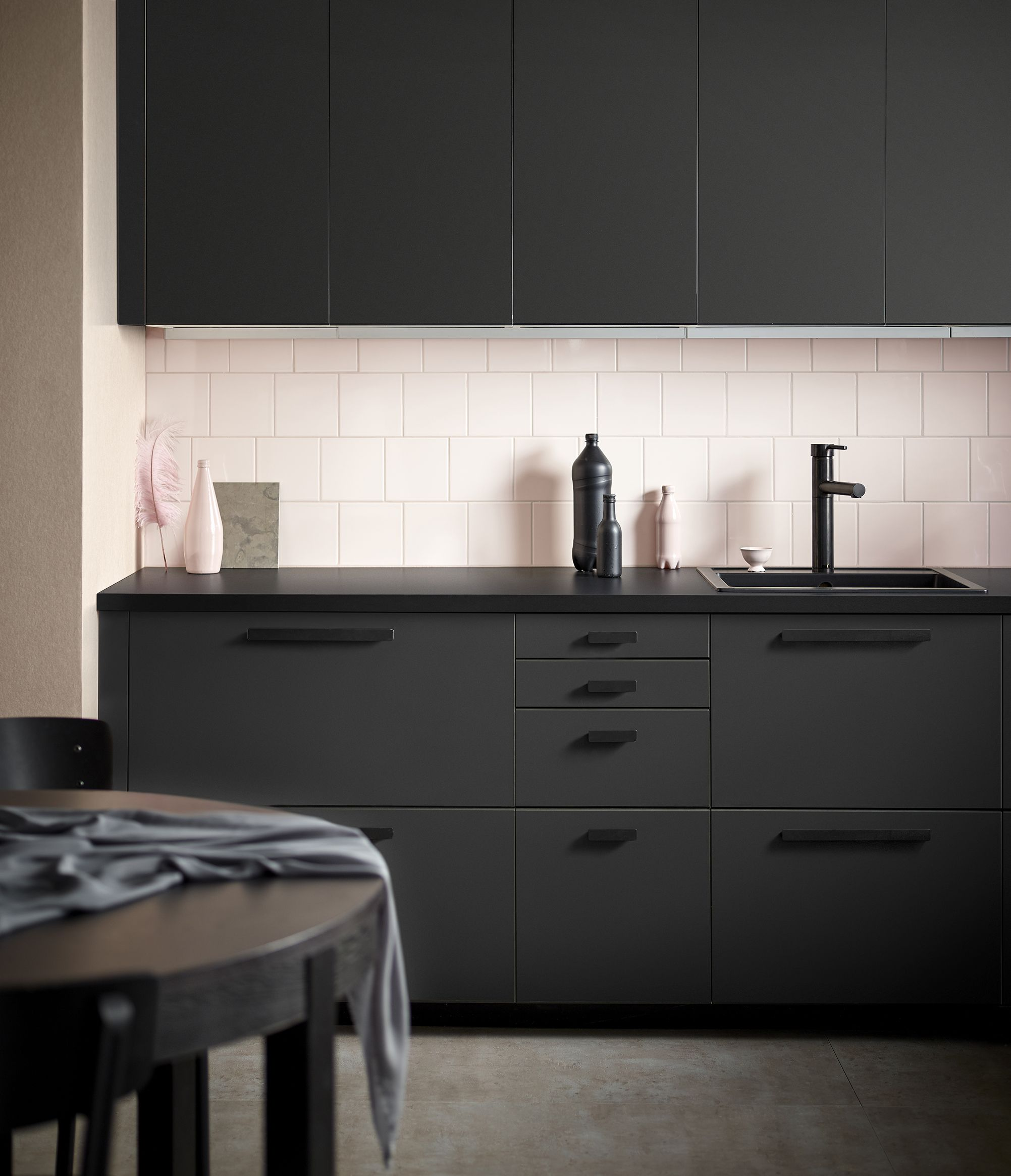 For A Truly Sustainable Kitchen Front Discover Kungsbacka Front Made From Recycled Waste Featuring A Bold Look In Anthracite Ikea Kungsback Kuchen Fronten Kuche Schwarz Und Metod Kuche