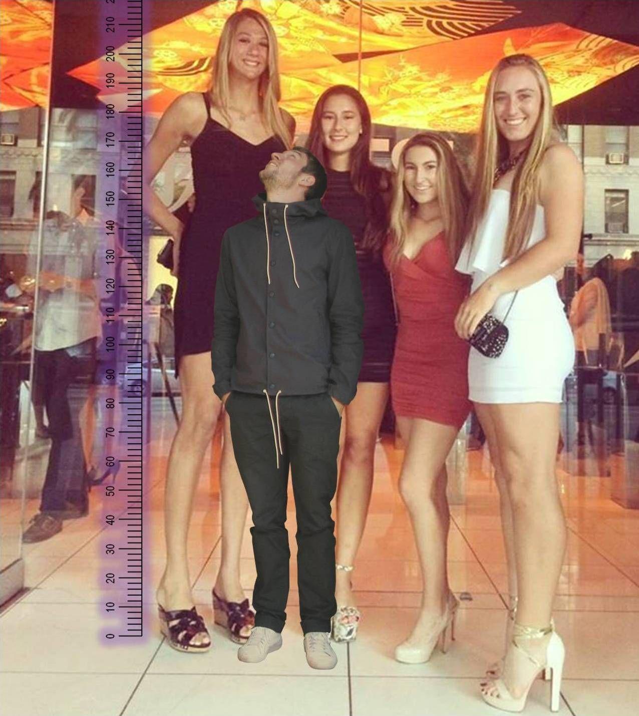That Girl On Left Are 220 7 3 Ft Wanita Lucu