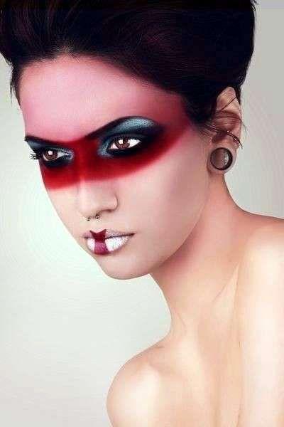Make up di Halloween da diavolessa - Maschera di make up rosso per Halloween 152f63b8ce29