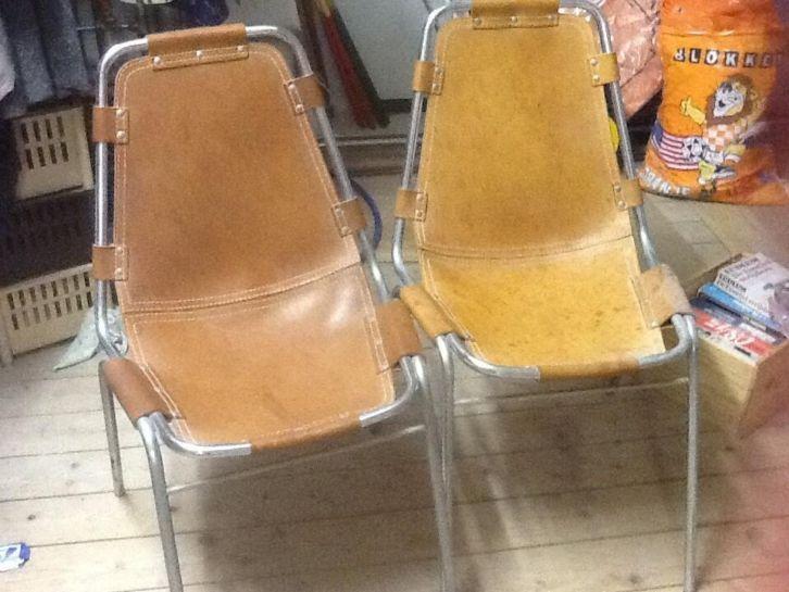 2 stoeltjes met leren zitting - € 10,00