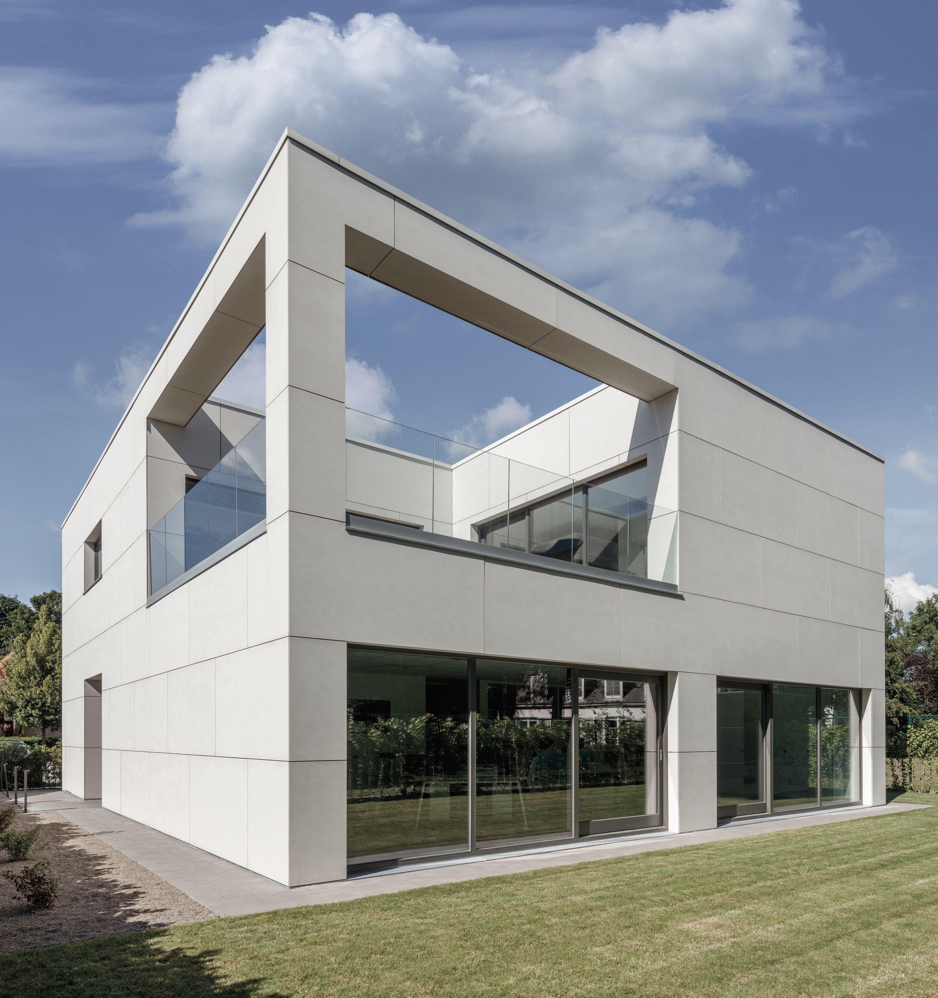 Optibuild arch modern home in belgium equitone tectiva for Facade moderne villa