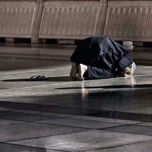 من قال أني لا أبوح أخبرت ربي حاجتي الرب أقرب يا رفاق من شاء يوما أن يبوح Islamic Pictures Islamic Images Islamic Wallpaper