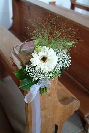 Deko Fur Die Kirchenbanke Hochzeit Blumenschmuck Hochzeit