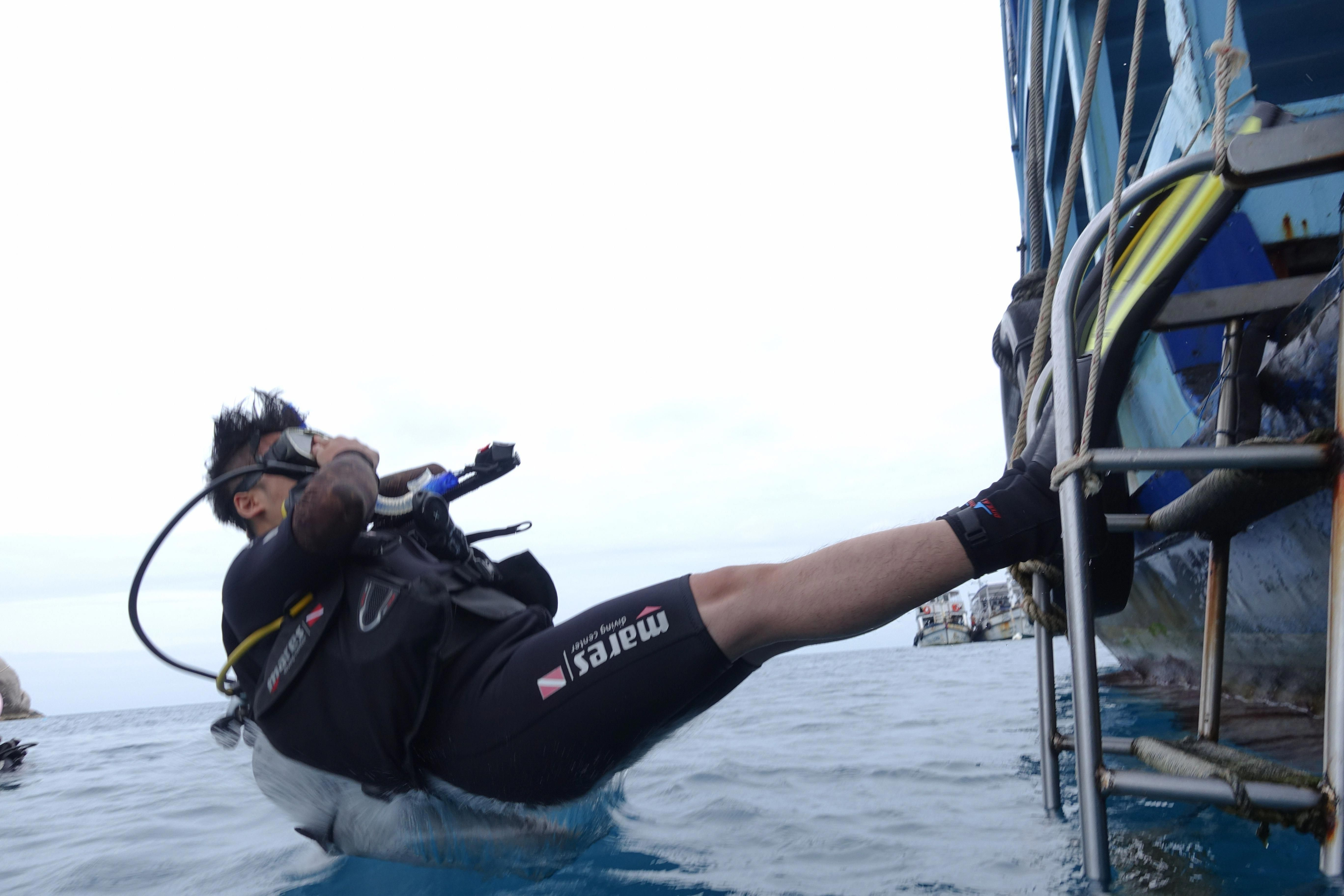 Get Your Padi At Crystal Dive Koh Tao The Padi Open Water Diver Course Is The World S Most Popular Scuba Diving Training Course Scuba Diving Diving Cave Diving
