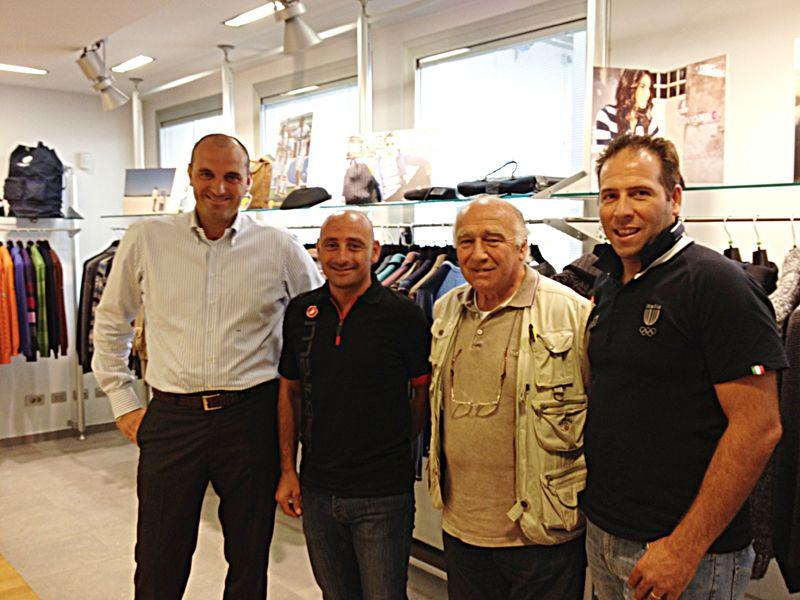 Paolo Bettini e Gabriele Balducci, ex ciclista su strada italiano, professionista dal 1997 al 2008 e vincitore di una tappa al Giro d'Italia 2007, presso la sede di Navigare.  Balducci ha fatto parte anche della squadra di ciclismo Navigare