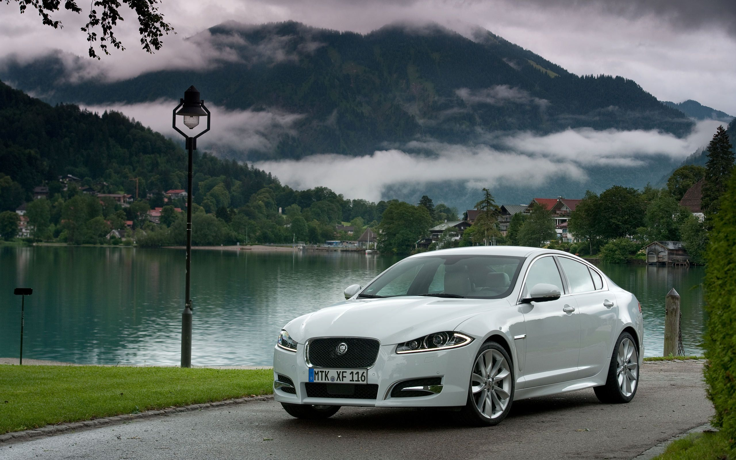 Jaguar Xf Wallpapers And Images Download Wallpapers