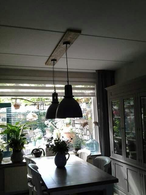 Lampen met een steigerhouten plank tussen lamp en plafond for Kamerlamp plafond