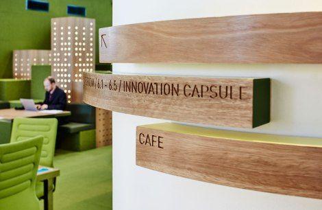 sinaliza o mediabank sinaliza o signage wayfinding. Black Bedroom Furniture Sets. Home Design Ideas