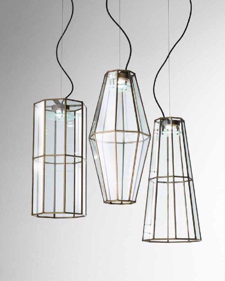 L mparas colgantes de dise o italiano compuestas por tulipas de metal y cristal transparente con - Lamparas diseno italiano ...