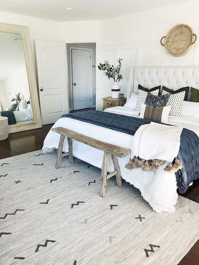 65 Great Modern Interior Design Ideas To Make Your Living Room Look Beautiful Hoomdesign 6: Benjamin Moore Chantilly Lace OC-65 I Love This Color And This Modern Farmhouse Bedroom #Benj
