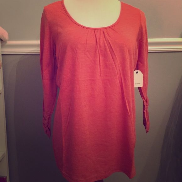 Caslon scoop tee from Nordstrom NWT Caslon scoop tea in rust sienna color.  Brand new with original packaging.  Adorable everyday shirt.  Great quality and color. Caslon Tops