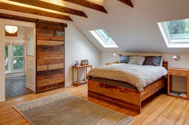 scheunentor im schlafzimmer holzbretter design bunt teppich parkett dachbalken boden in 2019. Black Bedroom Furniture Sets. Home Design Ideas