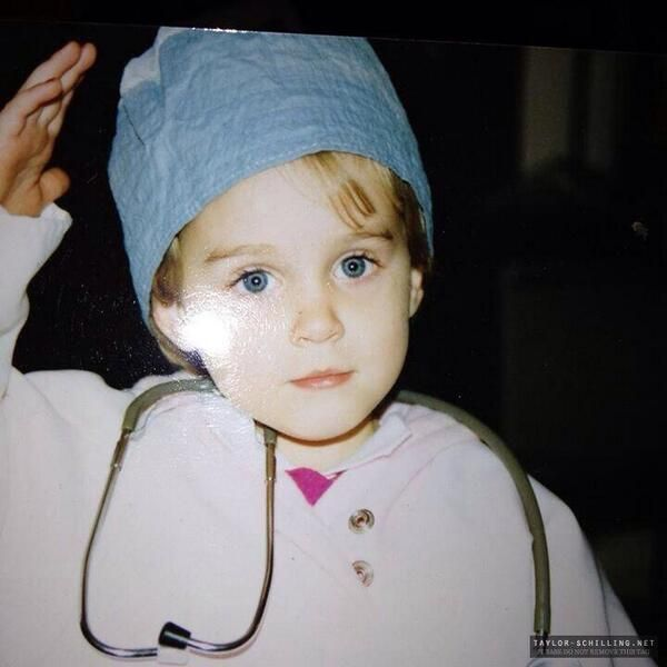 Taylor Schilling | Taylor schilling, Baby taylor, Alex and ...Taylor Schilling Gowanus Boyfriend