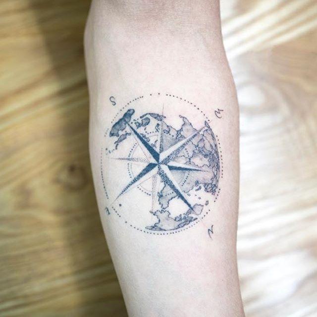 compass & earth  Healed, 1 year  #compasstattoo #earthtattoo #blacktattoo #tattoo #tattoos #ink #hongdam #tattooisthongdam #나침반타투 #지구타투 #블랙타투 #타투 #홍담 #타투이스트홍담