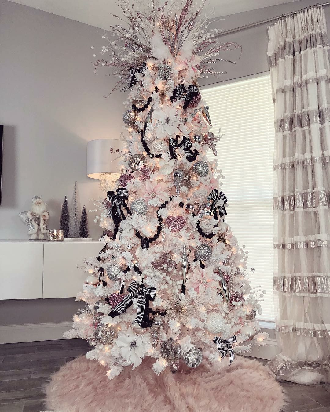 Pin By Candice Gutsche On Decor Adore Elegant Christmas Trees Pink Christmas Decorations Rose Gold Christmas Tree