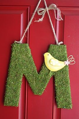 Such a cute spring idea!  Doesn't look hard either!  Also, this blogger has some great craft and party ideas!