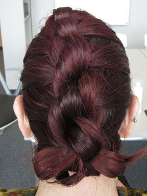 Hairstyle Of The Week The Knot Braid Braided Hairstyles Hairstyle Easy Hairstyles