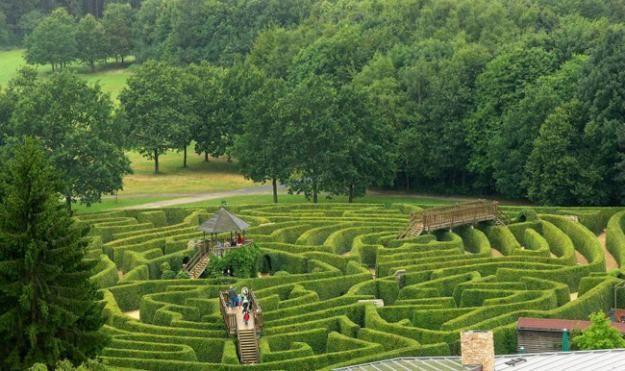 drielandenpunt labyrinth designed by adrian fisher from garden design
