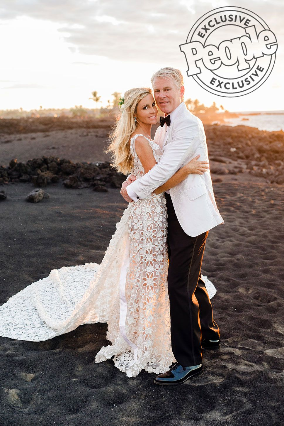 The Real Housewives Of Beverly Hills Camille Grammer Is Married See Her Wedding Photo Las Vegas Wedding Dresses Vegas Wedding Dress Boston Wedding Dress [ 1452 x 969 Pixel ]