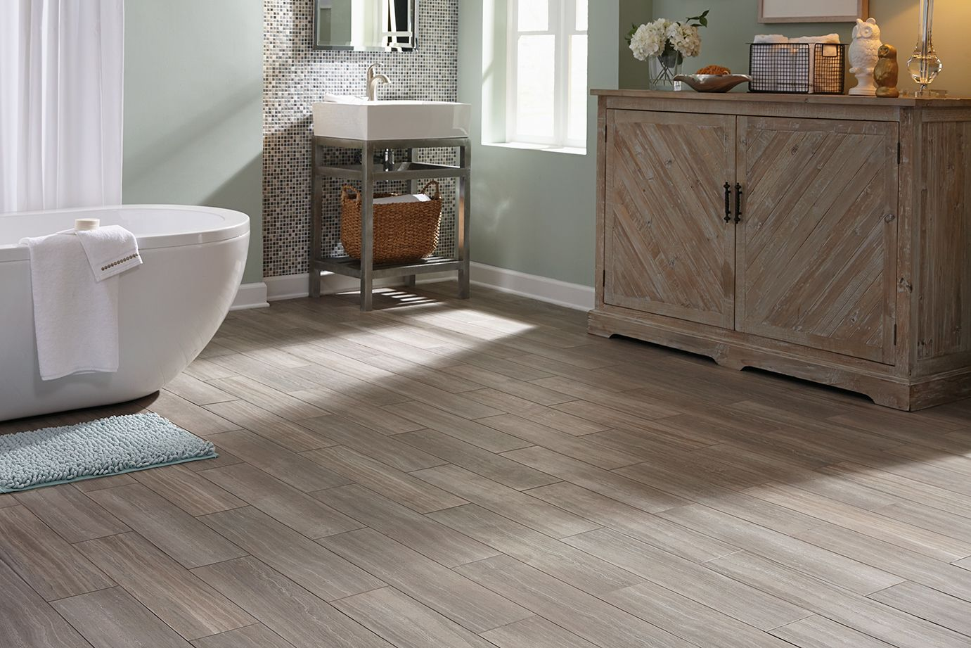 STAINMASTER® 6in x 24in Groutable Chateau/Light Gray