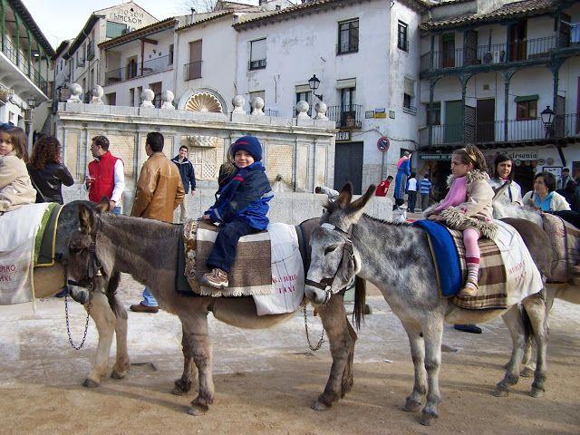 ¿Dónde vamos con los niños?: Chinchón (Madrid, Spain). Paseo en burro por la plaza Mayor