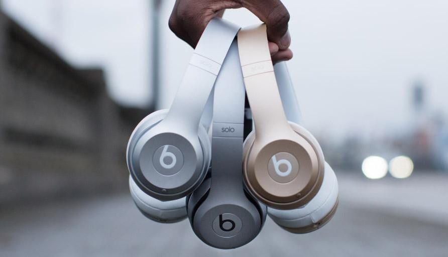 Apple Tosses In Free Beats Headphones With Mac And Ipad Purchases Slashgear Beats Headphones Wireless Headphones Headphones