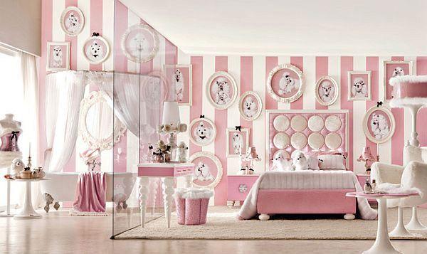 Kamar tidur dengan desain dinding garis garis