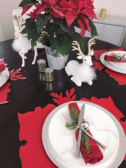 Fab Holiday Decor Simple But Bold Red White And Silver Christmas Table Setting Christmas Table Inspiration Christmas Table Holiday Decor