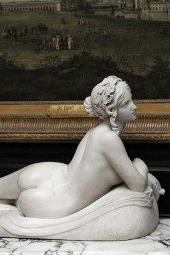 Naked lady explicit statues — photo 9