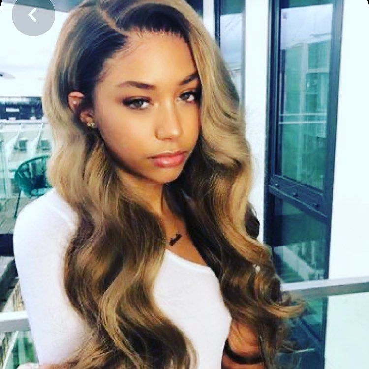 Lace Wig Ca Vous Plait Nos Coiffeuses Sont A Votre Disposition Lacewig Charlescarmel Perruque L Hair Styles Long Hair Styles Highlights Brown Hair