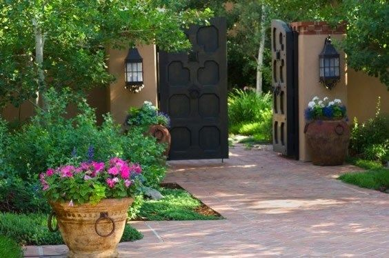 Spanish style frontyard ideas this bi parting gate for Front yard courtyard design